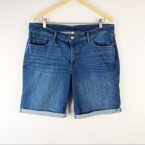 Levis plus sized roll up jean shorts size 20 W